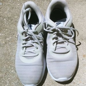 10 Nike Tanjun Light bone black and white